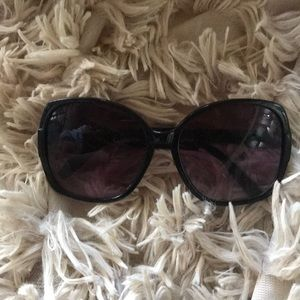 Accessories - Oversized sunglasses